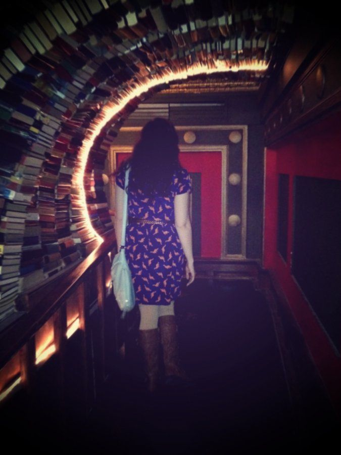 Tunnel o' books